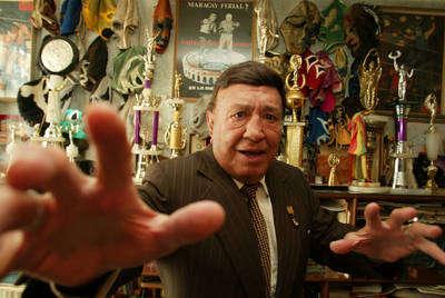 Hace dos años Huracán Ramírez dio una entrevista a La Jornada. Su casa es un museo lleno de trofeos y recortes de periódicos que narran sus hazañas. Creó la hurracarrana, una llave que deja al rival de espalda y con las extremidades inmovilizadas