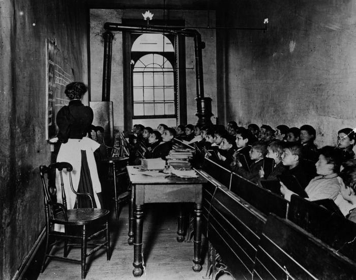 Pupils in the Essex Market school in a poor quarter of New York. (Photo by Jacob A Riis/Getty Images)